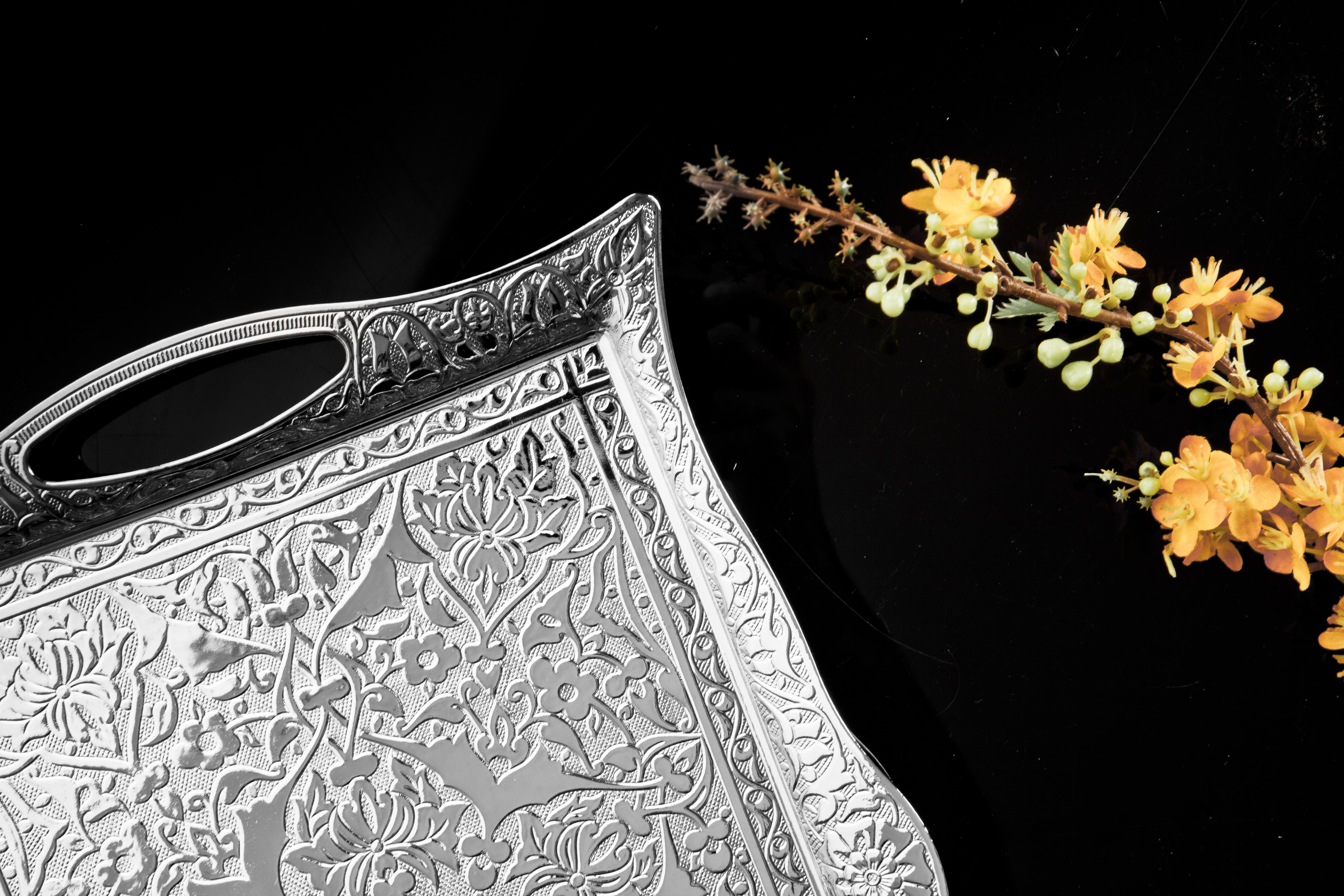 Tablett aus Zinkguss mit orientalischen Motiven Farbe Silber 100000241587